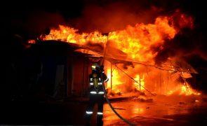 Jovem incendeia casa e mata o próprio pai