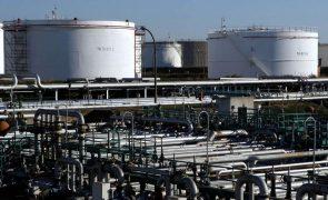 Recuperação gera rápido aumento da procura mundial de petróleo mas oferta é suficiente - AIE