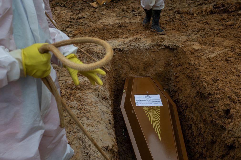 Covid-19: Pandemia já matou pelo menos 2,67 milhões de pessoas no mundo