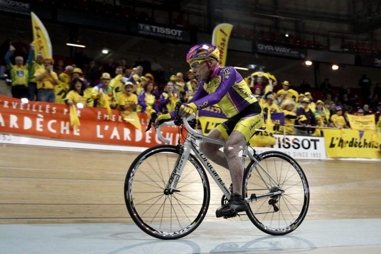 Ciclista francês bate recorde da hora para maiores de 105 anos