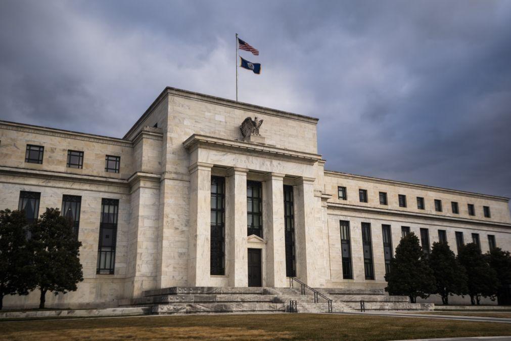 Reserva Federal mantém taxas de juro e melhora previsões económicas