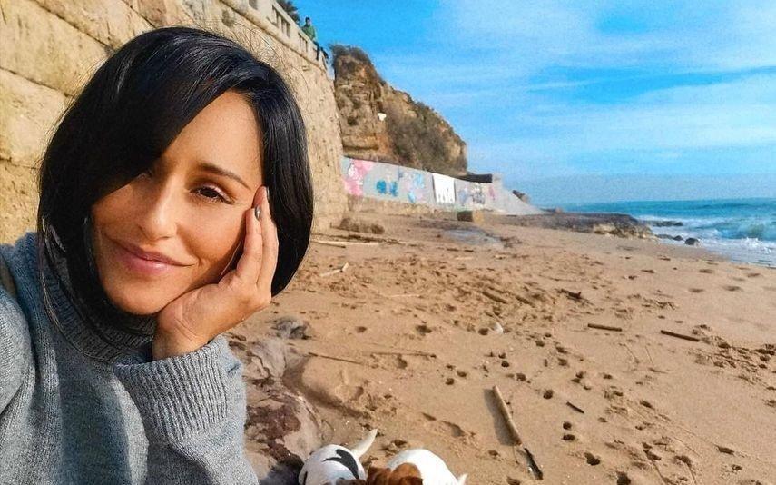Rita Pereira Atriz lesiona-se após aparatosa queda na praia: