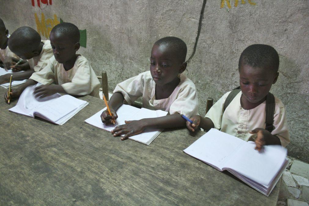 Covid-19: Mais de oito milhões de alunos voltam às aulas em Moçambique em contexto atípico