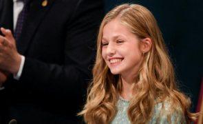 Princesa Leonor Sai da asa do pai: herdeira à Coroa espanhola estreia-se a solo aos 15 anos