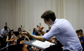 Maestro Dinis Sousa determinado em envolver orquestra britânica na reabilitação pós-pandemia