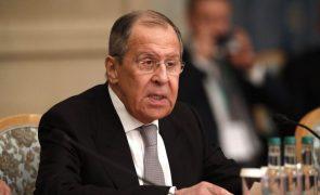 Chefe da diplomacia russa visita Pequim no meio de crise entre Rússia e os EUA