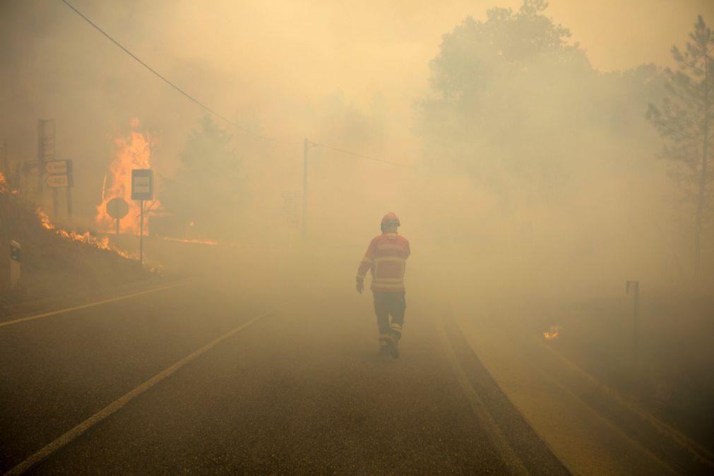 Liga acusa Governo de tratar os bombeiros como