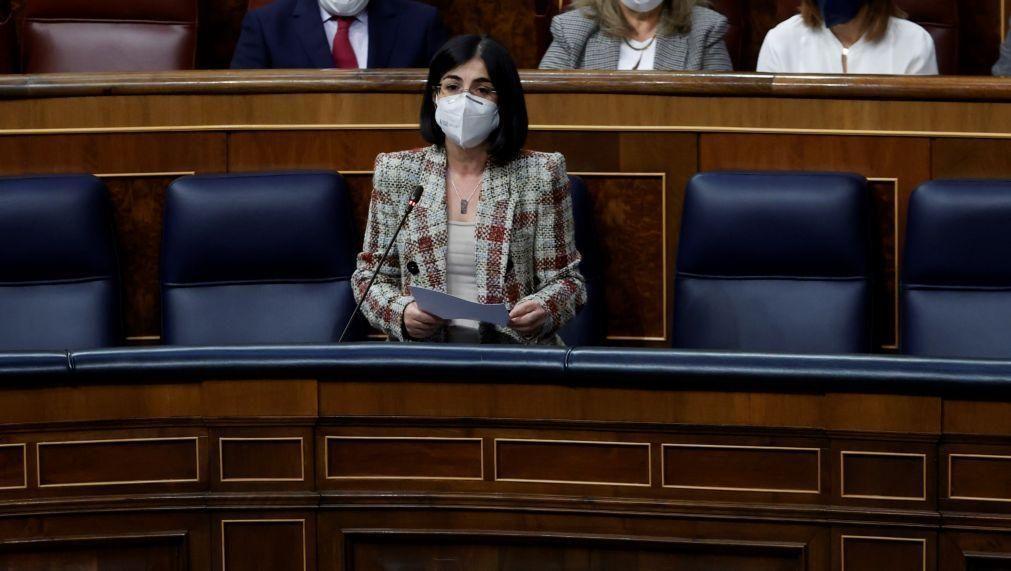Covid-19: Espanha retoma na próxima semana a vacinação da AstraZeneca -- Ministra da Saúde