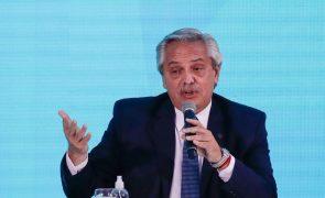 Covid-19: PR argentino admite escassez de vacinas no país
