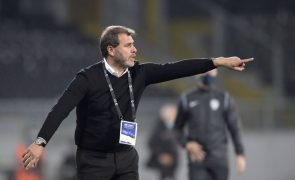 Treinador do Vitória quer melhorar na defesa para tentar vencer líder Sporting