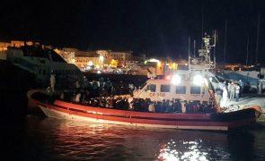 Portugal recebeu hoje oito migrantes resgatados na costa italiana