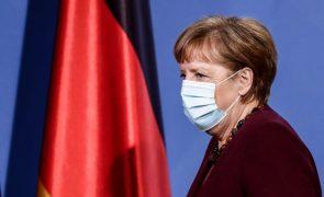 Covid-19: Merkel antecipa voltar a impor restrições anteriormente levantadas