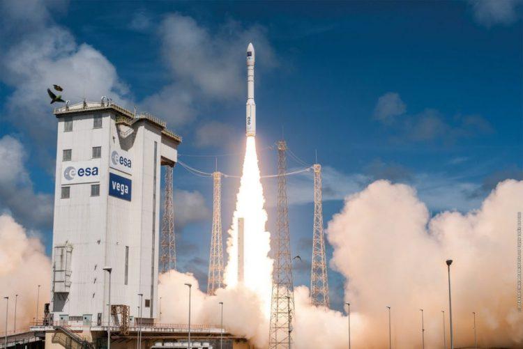 Arianespace programa 12 lançamentos em 2017, após 11 êxitos em 2016