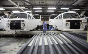 Covid-19: Volkswagen suspende produção no Brasil devido a agravamento da pandemia