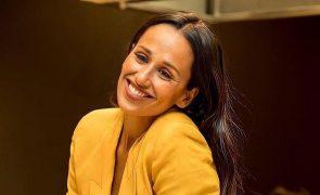 Amiga de Rita Pereira mostra como atriz estica o cabelo sem secador