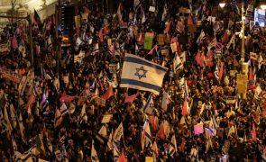 Israel: Milhares manifestam-se contra Netanyahu a três dias das legislativas