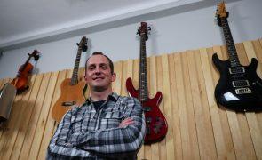 Covid-19: Bailaricos em Évora deram lugar ao isolamento de músicos em estúdio