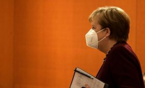 Covid-19: Angela Merkel pretende prolongar restrições na Alemanha