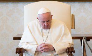 Papa denuncia a exploração e corrupção pelas máfias durante a pandemia