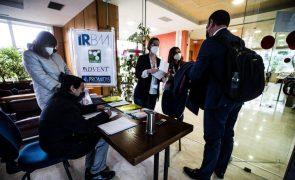 Covid-19: Itália soma mais 20.159 novos casos e dá 'luz verde' à vacinação em farmácias