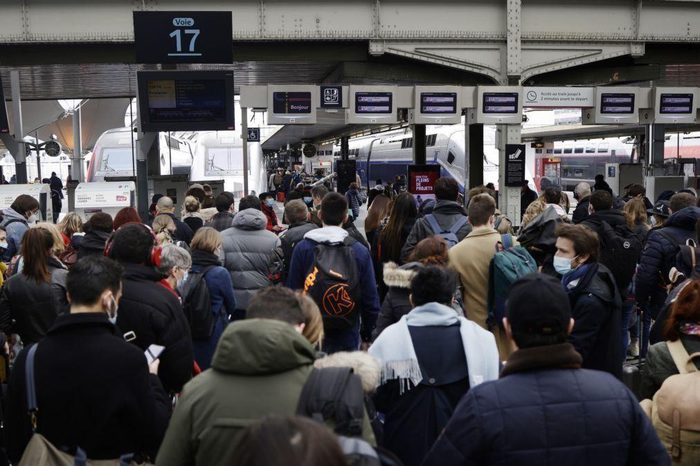 Covid-19: França regista 138 mortes e atinge recorde em cuidados intensivos