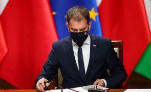 Covid-19: Primeiro-ministro eslovaco admite demissão após compra da vacina russa