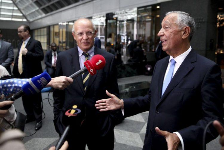 Presidente elogia liderança de Santos Silva e condecora embaixador junto da ONU