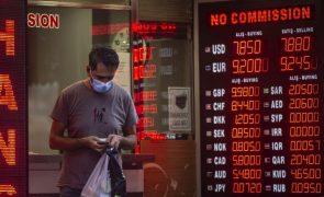 Bolsa de Istambul a perder 6,6% e lira turca em colapso