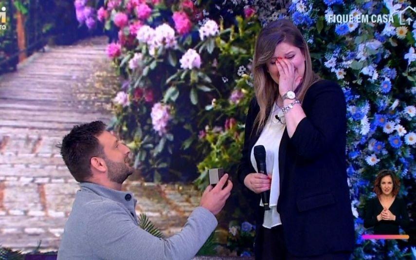 Concorrente do All Together Now emociona-se com pedido de casamento surpresa