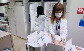 Covid-19: Espanha retoma vacinação com fármaco da AstraZeneca para pessoas até 65 anos