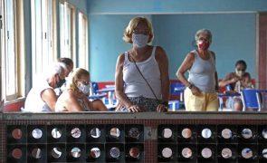 Covid-19: Economistas do Brasil pedem medidas mais duras para travar pandemia