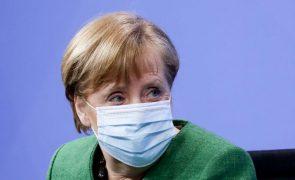 Covid-19: Merkel afirma que país atravessa