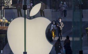 Apple multada no Brasil por vender telemóveis sem carregador