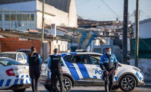 Cerco policial no Seixal termina com um detido e dois em fuga