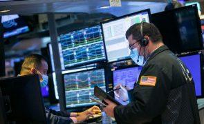 Wall Street desce com subida de confinamentos e infeções com o novo corona vírus