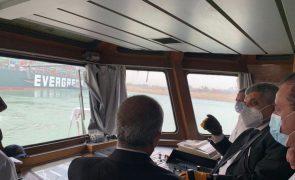 Preço do Brent sobe 3,71% devido a bloqueio da passagem pelo Canal do Suez