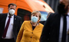 Covid-19: Angela Merkel cancela planos de paralisação na Páscoa e pede desculpas