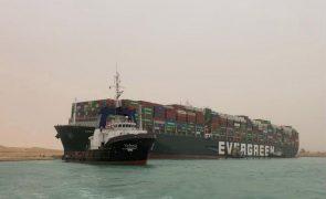 Encalhe de navio no Canal de Suez provoca subida da cotação do Brent em 5,94%