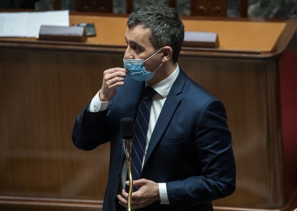 Covid-19: Governo francês vai sancionar reuniões de mais seis pessoas na rua