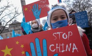 Refugiados uigures na Turquia manifestam-se contra a visita de MNE chinês