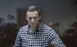 Navalny russo diz que está a ser privado do sono pelos guardas