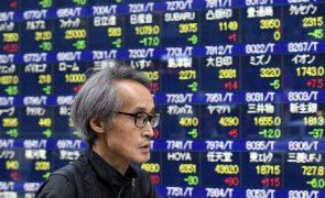 Bolsa de Tóquio abre a perder 0,98%
