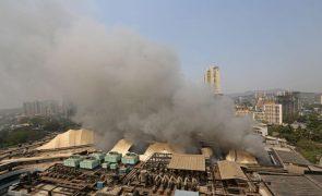 Pelo menos dez mortos em incêndio em hospital para doentes de covid-19