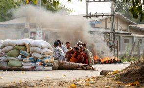 Número de vítimas da violência militar em Myanmar ultrapassa os 300 mortos
