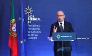 Ministro das Finanças diz que a pandemia vai implicar revisão do crescimento da economia este ano