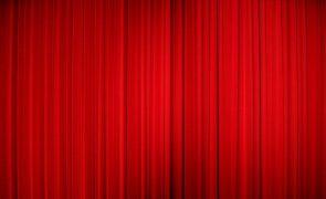 Dia Mundial do Teatro de portas fechadas entre ensaios para estreias e sessões 'online'