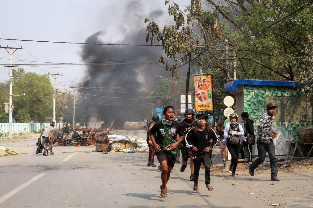 Pelo menos 20 mortos em protestos em várias cidades de Myanmar