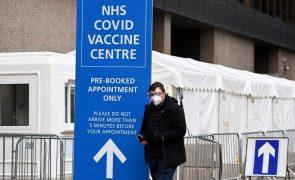 Reino Unido planeia 3.ª dose de vacina para combater novas variantes