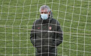 Mundial2022: Fernando Santos muda mais de meia equipa frente à Sérvia