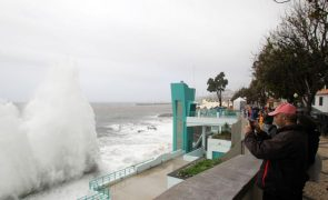 Mau tempo: Madeira sob aviso vermelho devido a chuva e trovoada até domingo